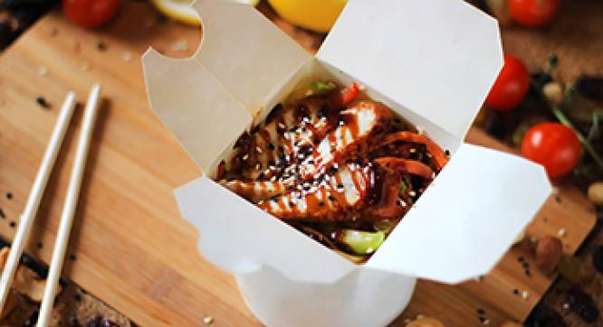 Лапша рисовая с угрем и овощами (Соус ореховый)