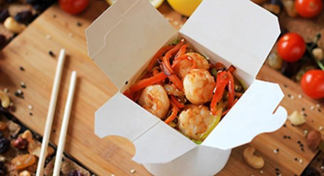 Лапша яичная с креветкой и овощами (Соус сладкий чили)
